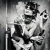 Wallario Glas-Uhr Echtglas Wanduhr Motivuhr • in Premium-Qualität • Größe: 30x30cm • Motiv: Kloparty - Sexy Frau auf Toilette mit Zigarette und Schnaps