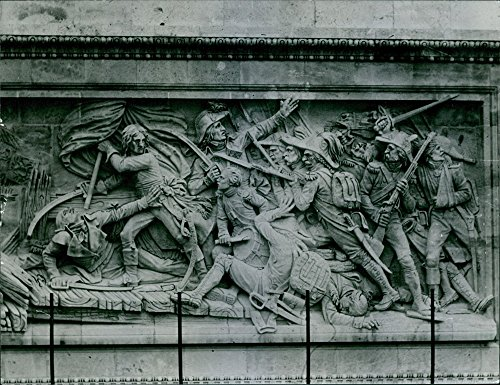 vintage-photo-of-sculpture-of-soldiers-in-war-carved-in-a-triumphal-arch