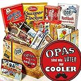 Opas sind wie Väter nur cooler | Süßigkeiten Box | Geschenk Set | Opas sind wie Väter nur cooler | DDR Box | Geschenk für Opa | mit Mokka Bohnen, Zetti und mehr | INKL DDR Kochbuch