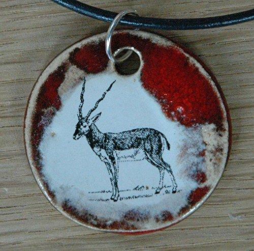 Echtes Kunsthandwerk: Toller Keramik Anhänger mit einem Springbock; Antilope, Hornträger, Impala, Kuhantilopen, Gazellenartige, Ducker, Schmuck, Kette