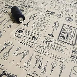 Tissus en coton imprimé avec motif de couture et ciseaux style rétro avec texte en français Vendu au Mètre Bleu marine et crème
