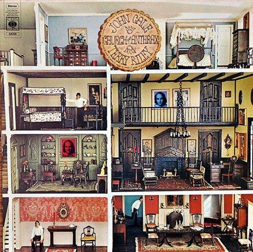 """Wiederauflage der ursprünglich in 2014 veröffentlichten CD. Lang erwartete, remasterte Wiederveröffentlichung des Kult-Kollaborations-Albums """"Church Of Anthrax"""" der beiden Ausnahme-Musiker JOHN CALE und TERRY RILEY. 1970 trafen sich der britische Artrock-Musiker John Cale (ehemals bei The Velvet Underground) und der US-amerikanische Komponist und Pianist Terry Riley (der Guru der Minimal Music), um dieses gemeinsame Album aufzunehmen. """"Church Of Anthrax """" ist ein experimentelles Album, auf dem die beiden Künstler Minimal Music mit Rock-Musik vereinen. Neben vier Instrumental-Stücken ist der Song """"The Soul Of Patrick Lee"""" der einzige gesungene Track, bei dem Adam Miller den Gesangspart übernimmt. Das Artwork des Booklets wurde komplett restauriert. Inklusive eines neu verfassten Essays. Ein Muss für alle Ambient-Rock- und Art-Rock-Fans!"""