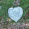 Steinfigur Herz Rosenherz Rosenblüte Grabherz Grabschmuck Steinguss Frostfest von steinfiguren-neumann auf Du und dein Garten