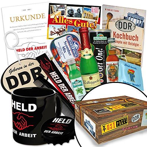 """Waren DDR """"echte Männer in der DDR XXL"""" inkl. Geschenkverpackung mit Ostmotiven. DAS Ostprodukte Geschenk für Männer mit Bier + Schnaps + Kondomen + Erichs Rache und mehr. Für Ostalgiker (Vater Zeit Kostüme)"""