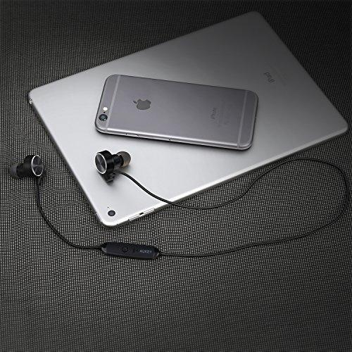 AUKEY Auricolari Bluetooth con Fermaglio Magnetico Sportivi Cuffie Wireless In Ear con Microfono Incorporato per Cellulare come iPhone, Samsung, LG, Huawei, HTC e altri dispositivi iPad, Tablet, ecc (EP-B21)