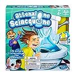 Hasbro C0447103Riuscirai nell'impresa di andare in bagno senza essere completamente spruzzato? Fai girare il rullo della carta igienica, premi la levetta tante volte quanto è il numero che hai ottenuto, e speriamo che il water non si metta a gorgogli...