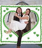 Grünes Hochzeitsherz zum Ausschneiden für das Brautpaar - Stofflaken mit grünem Herzmotiv & Schlaufen zum Straffhalten INKL. 2 Nagelscheren + Glückwunschkarte + Stift + Hochzeitsbuch GRATIS - PORTOFREI - Hochzeitsspiele und Hochzeitsbräuche - Braut & Bräutigam schneiden das Herz aus und schreiten in die gemeinsame Zukunft - Hochzeitsspiele Klassiker