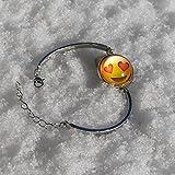 Emoji-Schmuck-Armband von EmojiHeart - bezauberndes Schmuck-Stück für Frauen - Armband und Kette Edelmetall Rhodium veredelt, Glas mit tollem 3D Effekt Emoji-Smiley (Smiling Face with heart-shaped eyes) Test