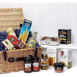 The Gourmet Greetings Regalos de mimbre de lujo Cesta de cesto de alimentos con 14 artículos - Ideas de regalos para cumpleaños, aniversario y felicitaciones presenta