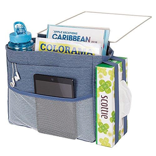 mDesign sac de chevet à accrocher – poche de lit spacieuse en coton – avec 3 poches – sac de rangement pratique pour la bouteille d'eau, télécommande, tablette, montre ou autres – bleu jean