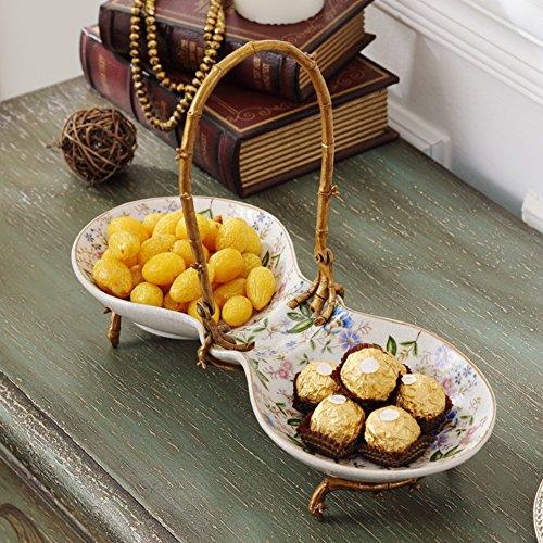 Ceramiche con piatto di frutta di rame/