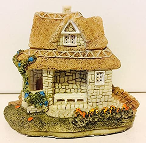 Olde English Country House Collection Very Detailed Miniature Cottage