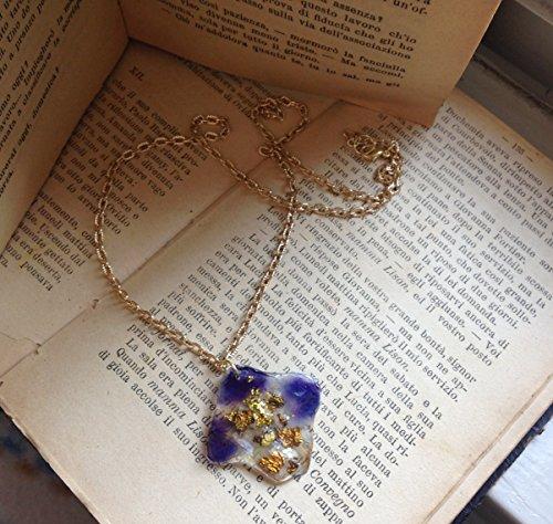 Collana fiore vero violetta di campo selvatica, micro strass, foglia oro, catenella ottone varie misure.