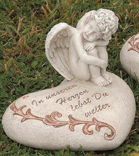 Trauerengel auf Herz Grabschmuck Engel mit Spruch In unseren Herzen... Kunstharz 18x16x13 cm
