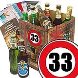 Geburtstagsgeschenke für Männer zum 33. - Geschenkbox mit Bier mit Bieren der Welt + gratis Bierbuch + Geschenk Karten + Bier - Bewertungsbogen Bierset + Bier Geschenk + Personalisierte Geschenk-Box - 33 Geschenkidee Bier Geschenk + Besser als Bier selber machen oder selbst brauen + Geschenk für Mann zum 33. Geburtstagsgeschenk für Freund Geschenkidee mit Bier Bier zum 33. Geburtstag Geschenk für den Freund 33 Präsentkorb 33. Geburtstag Geschenke für Männer zum 33. Geburtstag