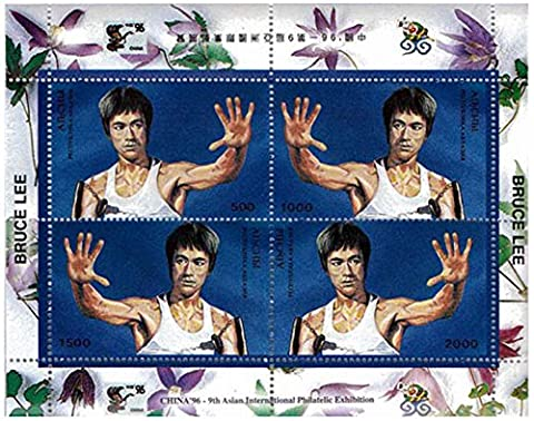 Bruce Lee in with hand raised fight pose - Mint and never mounted stamp (Francobolli Fu)