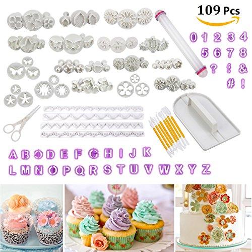 Aquí en la tienda Cadrim, obtendrás un fantástico juego de 109 moldes para decoración de pasteles con acabado liso. Números, letras, flores, figuras, símbolos son todos en uno. Deja de buscar. Disfruta de hacer una perfecta tarta de regalo con 109 pi...