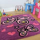 Alfombra para niños en vibrantes morado y rosa. Motivo en corazones y mariposas. 90 x 90cm
