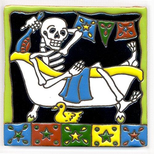 Dekofliese 009 Skelett - Badevergnügen - Baden, ein Vollbad nehmen - 15x15 cm, handgemacht aus Mexiko z.B. als Untersetzer für Surfer, Gothic, Gag, Halloween, Dia de los muertos.