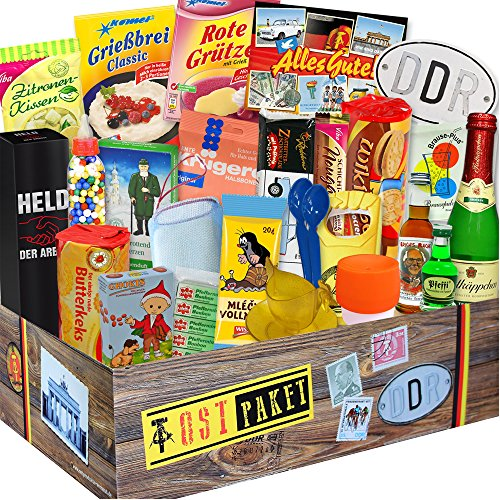 DDR 24er Geschenkbox mit Ost Spezialitäten + Geschenkverpackung Ostalgie - ostalgisch und mit DDR Waren. DAS Ostprodukte Geschenk mit Traditionsprodukten und Kultprodukten im Geschenkset - DDR 24er Geschenkbox. Ostalgie Geschenkideen für Mama zu Weihnachten Geschenke für Ihn Weihnachten Geschenkeset für Freund zu Weihnachten Weihnachtsgeschenkidee für Männer Geschenke Weihnachten Geschenkidee Weihnachten für Oma Geschenkeset Weihnachten für Sie Weihnachts Geschenke für Freundin (Tv Figur Kostüme Für Männer)