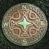 Bits und Teile Gartenstein, Motiv: keltischer Kompass, Deko-Stein für Garten oder Rasen, wunderschön, leuchtet im Dunkeln, tolle Gartenkunst, Gartendeko