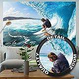 Fototapete Surfer in Welle Wandbild Dekoration Sport Surfbrett Deko Strand Surfing Ozean Surfen Meer Wellenreiter surf Natur | Foto-Tapete Wandtapete Fotoposter Wanddeko by GREAT ART (210 x 140 cm)