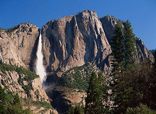 The Poster Corp Tim Fitzharris - Yosemite Falls Yosemite National Park California Kunstdruck (45,72 x 60,96 cm)