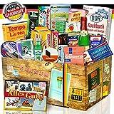 Ostpaket 'DDR SPEZIALITÄTEN BOX' Geschenkverpackung mit Ostmotiven. DAS Ostprodukte Geschenk mit bekannten DDR Produkten wie Krügerol, Salmiak Pastillen,...