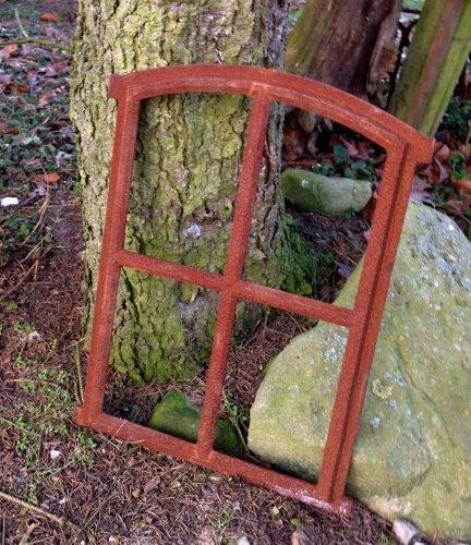 Antikas | altes Eisenfenster in antiken Stil | ca. 47,5 cm x 63 cm | Fensterrahmen aus unbehandelten Gusseisen | Fenster für Stall- und Gartenmauern