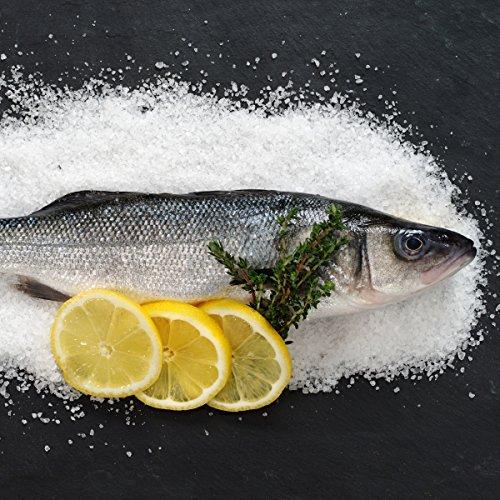 Wallario Glasbild Fischmenü - Frischer Fisch auf Salz mit Zitronen - 50 x 50 cm in Premium-Qualität: Brillante Farben, freischwebende Optik
