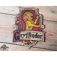 Haus Gryffindor Holz Zeichen. Harry Potter, Hermine Granger und die Weasley-Familie. Hergestellt aus Holz und handbemalt und für einen Filmlook gealtert