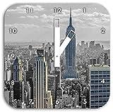New Yorker Skyline mit Empire State Building schwarz/weiß, Wanduhr Quadratisch Durchmesser 28cm mit weißen eckigen Zeigern und Ziffernblatt, Dekoartikel, Designuhr, Aluverbund sehr schön für Wohnzimmer, Kinderzimmer, Arbeitszimmer