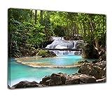 Kunstdruck - Wasserfall im Wald - Bild auf Leinwand - 60x50 cm - Leinwandbilder - Landschaften - Natur - Kaskade mit Wasserbecken - See