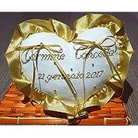 Crociedelizie, Cuscino fedi portafedi ricamato a puntocroce con nomi sposi nozze d'oro dorato anniversario 50esimo cinquantesimo