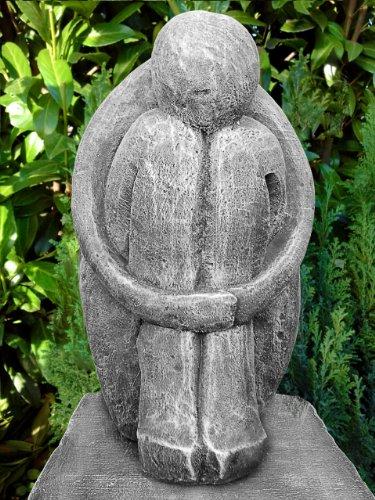 Steinfigur Single in Schiefergrau, abstrakte Deko-Figur für Haus und Garten, moderne Statue als Garten-figur