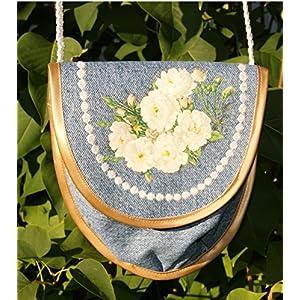 Dirndl-Tasche mit weißen Rosen