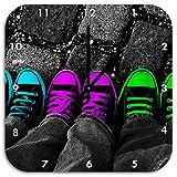 Stil.Zeit Türkis, Pink, Neon grüne Chucks Black and White, Black Background Schwarz/weiß, Wanduhr Quadratisch Durchmesser 48cm mit Schwarzen Spitzen Zeigern und Ziffernblatt.