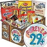 Forever 29 + | Süßigkeiten Box | Geschenk Set | Forever 29 + | DDR Box | ausgefallenes Geschenk zum 30. Geburtstag | mit Mokka Bohnen, Zetti und mehr | INKL DDR Kochbuch