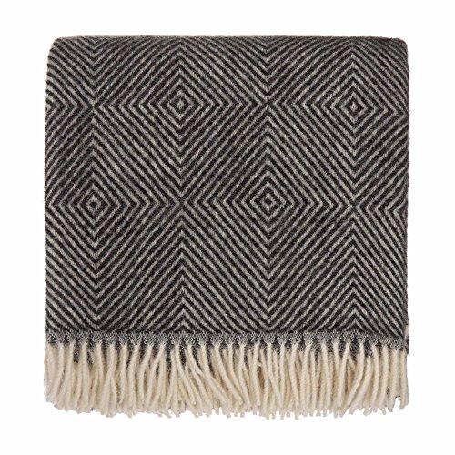 URBANARA 140x220 cm Wolldecke 'Gotland' Schwarz/Creme - 100% Reine skandinavische Wolle - Ideal als Überwurf, Plaid oder Kuscheldecke für Sofa und Bett - Warme Decke aus Schurwolle mit Fransen -