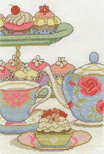 DMC Cupcake O & # 39; Uhr Gezählt Set + Gratis Minerva Crafts Craft Guide