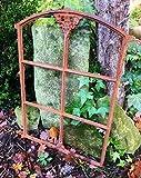 Antikas | Eisenfenster mit Stichbogen |ca. 74 x 50,5 cm | mit Flugrost besetztes Stall Fenster in...