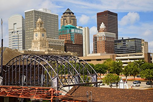 The Poster Corp Panoramic Images - Old Railroad Station framing View of des Moines Skyline Capital of Iowa Kunstdruck (45,72 x 60,96 cm) (Des Moines Skyline)