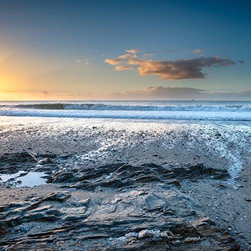 Wallario Glasbild Einsamer Strand in Cornwall, England - 50 x 50 cm in Premium-Qualität: Brillante Farben, freischwebende Optik