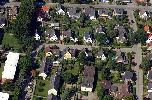 MF Matthias Friedel - Luftbildfotografie Luftbild von Geschwister-Scholl-Straße in Wedel (Pinneberg), aufgenommen am 31.08.05 um 15:24 Uhr, Bildnummer: 3379-03, Auflösung: 4288x2848px = 12MP - Fotoabzug 50x75cm