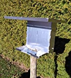 BOYZ need TOYZ Großer Vogelfutterspender äußerst witterungsbeständig aus Metall zum hinstellen, aufhängen oder auf Ständer als Bausatz Vogelfutterstation Vogelfutterhaus Vogelhaus