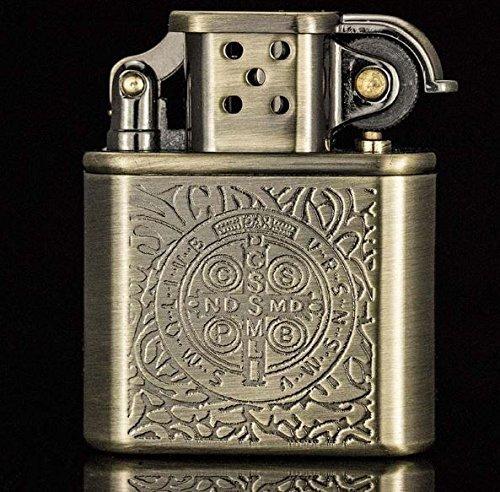 Unikat Zorro Handliches Benzinfeuerzeug in Vintage-Optik - Seltenes Feuerzeug Antik zum Nachfüllen mit schicker Geschenkverpackung - Edles Design mit Ornamenten (Hochwertige Zippo-feuerzeug)