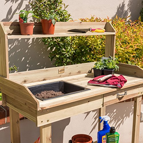 The flat top offers a stable surface for potting plants and there's a removable potting tray to contain soil and reduce wastage as you can always empty excess soil back into a compost bag.