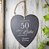 Casa Vivente Großes Schieferherz mit Gravur zur Goldenen Hochzeit - Personalisiert mit [Namen] und [Datum] - 50 Jahre in Liebe verbunden - Aufhängen mit Jute-Band - 23 cm x 27 cm x 0,66 cm - 4