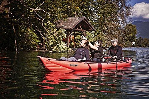●Gracias a su forma larga y estrecha esta canoa es fácil de controlar y adecuada para aguas bravas. ●Puede adaptarse desde su uso para 3 personas hasta la version individual de 1 persona gracias a que los asientos son movibles y se fijan en la bañe...