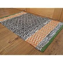 Second Nature - Alfombra de color naranja geométrico de comercio justo con borde verde en línea, 60 cm x 90 cm